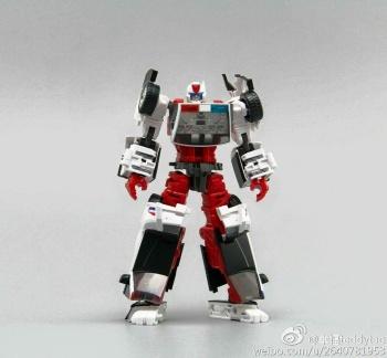 [MakeToys] Produit Tiers - Jouet MTCM-04 Guardia (aka Protectobots - Defensor/Defenso) - Page 2 VwU0HPUj