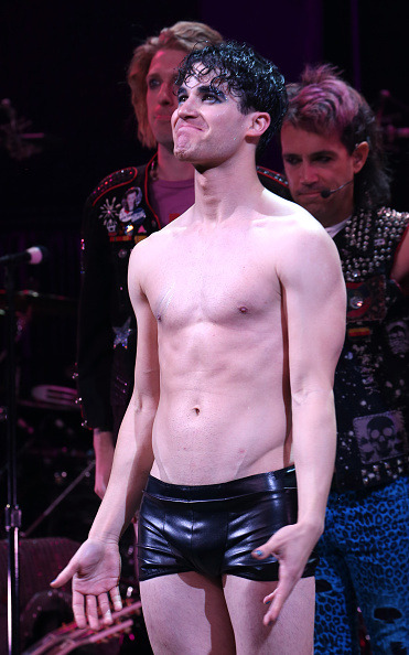hedwig - Pics and gifs of Darren in Hedwig and the Angry Inch on Broadway. Tumblr_nnltipT8eB1r4gxc3o2_400