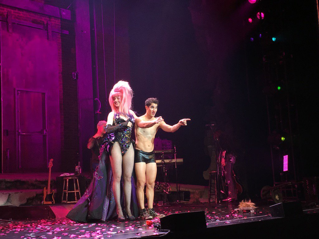"versace - Pics, gifs, media videos, curtain call videos, stage door videos, and posts of ""who saw Darren"" in Hedwig and the Angry Inch--SF and L.A. (Tour),  - Page 5 Tumblr_og8v6xrx2o1uetdyxo1_1280"