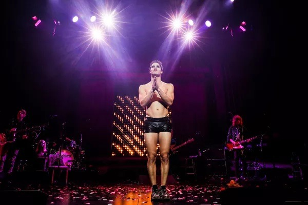 "theredbury - Pics, gifs, media videos, curtain call videos, stage door videos, and posts of ""who saw Darren"" in Hedwig and the Angry Inch--SF and L.A. (Tour),  - Page 5 Tumblr_og3dof41KX1uetdyxo2_1280"