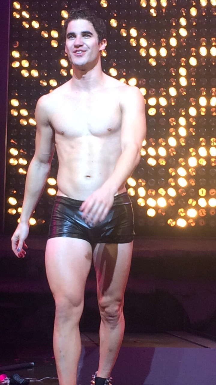 "theredbury - Pics, gifs, media videos, curtain call videos, stage door videos, and posts of ""who saw Darren"" in Hedwig and the Angry Inch--SF and L.A. (Tour),  - Page 5 Tumblr_ofwdmd8Liz1qlbe4wo3_1280"