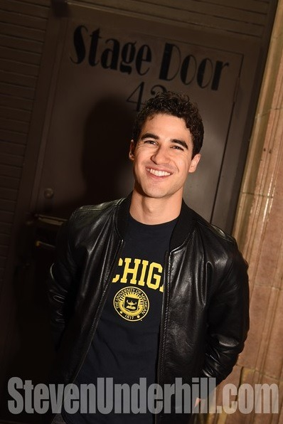 "versace - Pics, gifs, media videos, curtain call videos, stage door videos, and posts of ""who saw Darren"" in Hedwig and the Angry Inch--SF and L.A. (Tour),  - Page 4 Tumblr_ofkrf9nSqn1uetdyxo1_400"