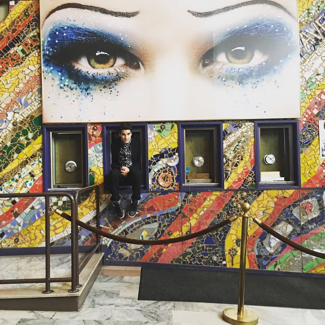 "versace - Pics, gifs, media videos, curtain call videos, stage door videos, and posts of ""who saw Darren"" in Hedwig and the Angry Inch--SF and L.A. (Tour),  - Page 4 Tumblr_ofrxlcCfDk1uetdyxo1_1280"