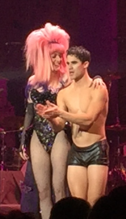 "versace - Pics, gifs, media videos, curtain call videos, stage door videos, and posts of ""who saw Darren"" in Hedwig and the Angry Inch--SF and L.A. (Tour),  - Page 5 Tumblr_og3vrnsoxf1thxfhco1_500"