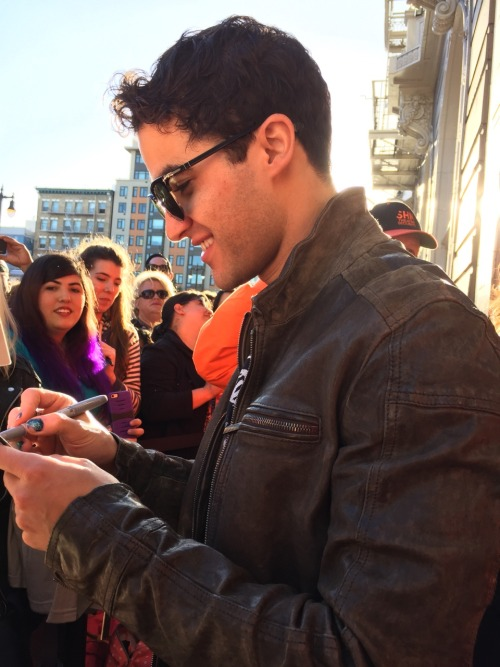 "LiftUpYourHands - Pics, gifs, media videos, curtain call videos, stage door videos, and posts of ""who saw Darren"" in Hedwig and the Angry Inch--SF and L.A. (Tour),  Tumblr_oeg4sqPZjn1qkcgv5o4_500"