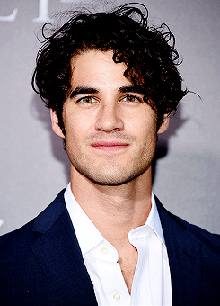 darrencriss - Photos/Gifs of Darren in 2016 - Page 2 Tumblr_od4dttGGMF1rk63wco3_250