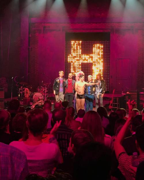 "hedwignationaltour - Pics, gifs, media videos, curtain call videos, stage door videos, and posts of ""who saw Darren"" in Hedwig and the Angry Inch--SF and L.A. (Tour),  - Page 3 Tumblr_of6gv6Mk3d1uetdyxo2_500"