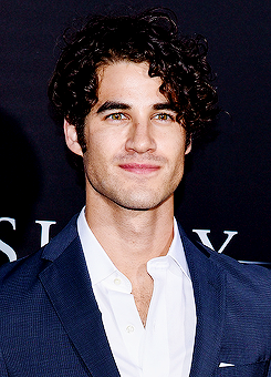 darrencriss - Photos/Gifs of Darren in 2016 - Page 2 Tumblr_od4dttGGMF1rk63wco1_250