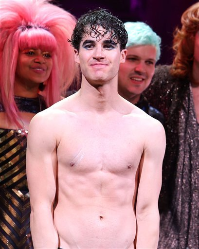 hedwig - Pics and gifs of Darren in Hedwig and the Angry Inch on Broadway. Tumblr_nnltxgNxfZ1r4gxc3o10_500