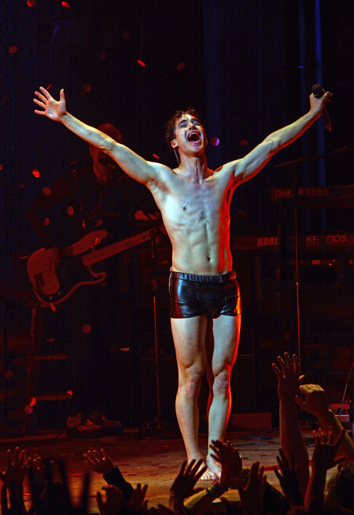 darrenishedwig - Pics and gifs of Darren in Hedwig and the Angry Inch on Broadway. Tumblr_nnlxopWkCG1r4gxc3o5_500