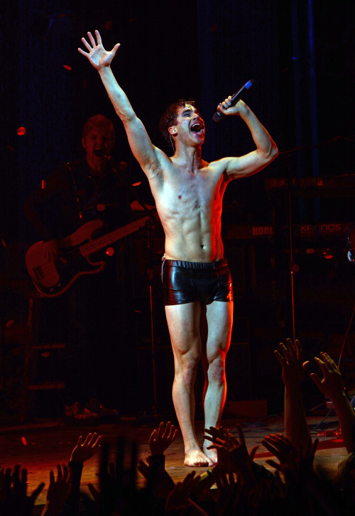 hedwig - Pics and gifs of Darren in Hedwig and the Angry Inch on Broadway. Tumblr_nnlxopWkCG1r4gxc3o4_500