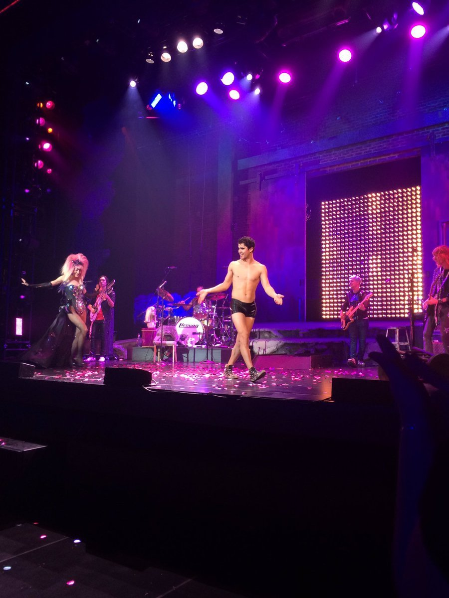 "theangryinch - Pics, gifs, media videos, curtain call videos, stage door videos, and posts of ""who saw Darren"" in Hedwig and the Angry Inch--SF and L.A. (Tour),  - Page 6 Tumblr_ogy488DPIr1uetdyxo3_1280"