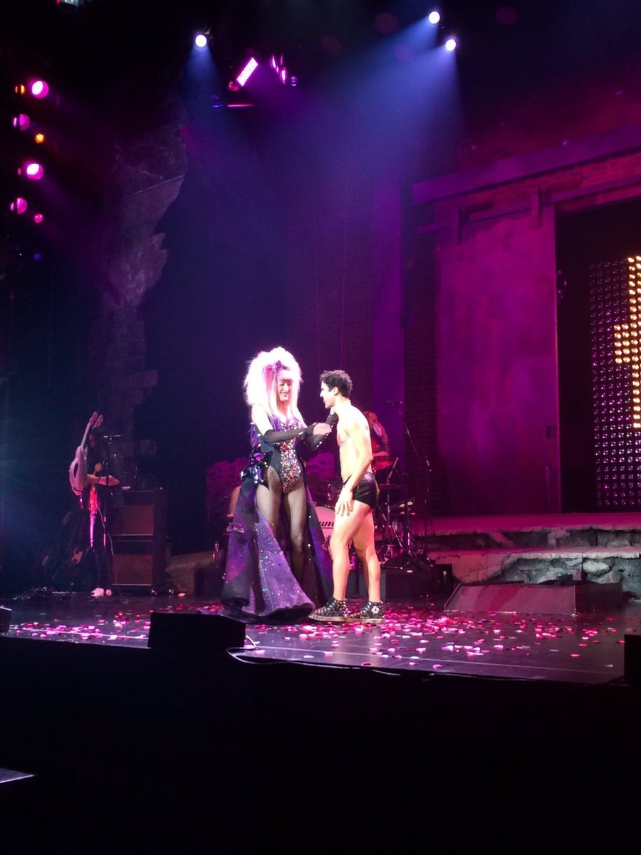 "theangryinch - Pics, gifs, media videos, curtain call videos, stage door videos, and posts of ""who saw Darren"" in Hedwig and the Angry Inch--SF and L.A. (Tour),  - Page 6 Tumblr_ogy488DPIr1uetdyxo1_1280"