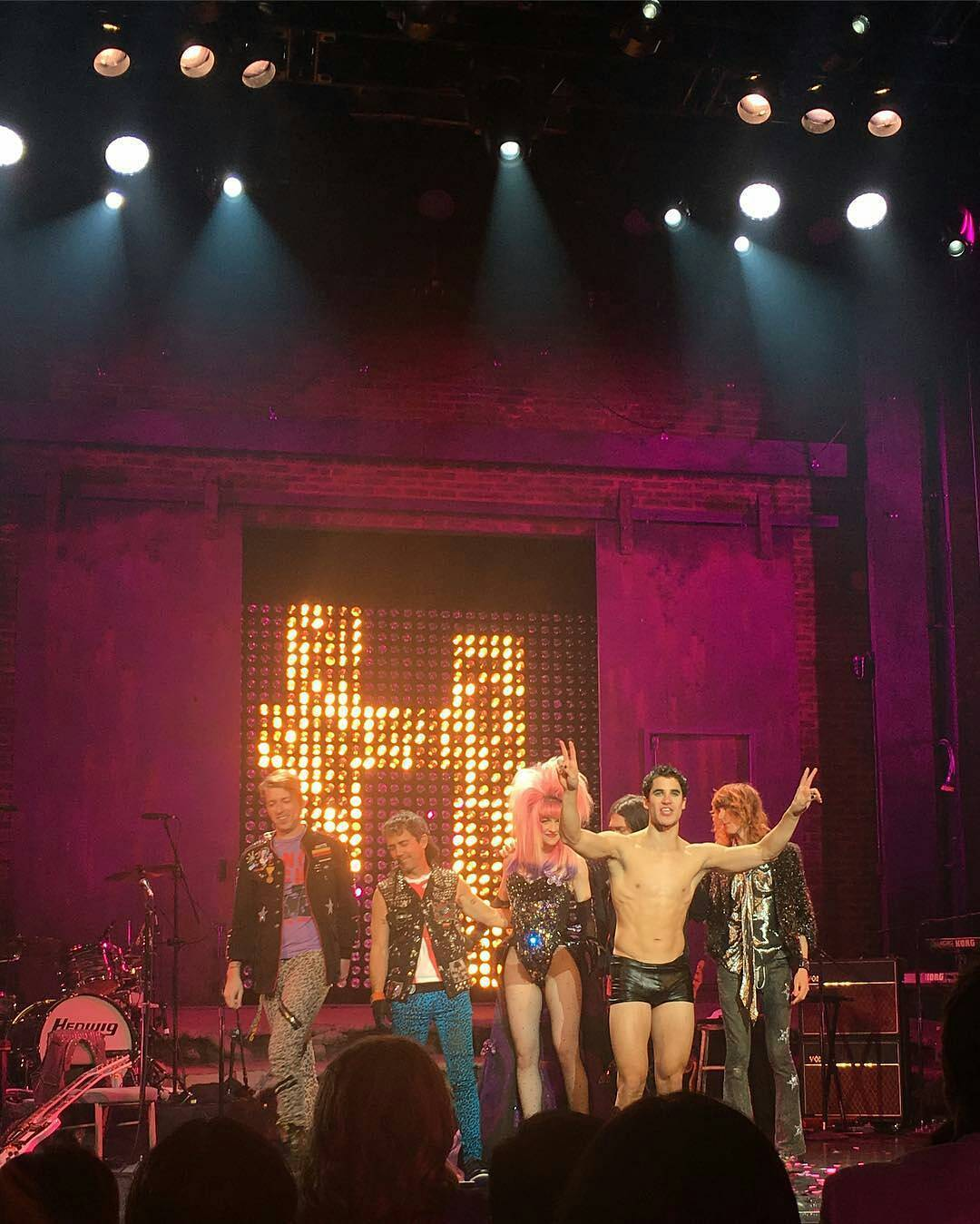 "cuter - Pics, gifs, media videos, curtain call videos, stage door videos, and posts of ""who saw Darren"" in Hedwig and the Angry Inch--SF and L.A. (Tour),  - Page 7 Tumblr_oh4e1ksRWv1ubd9qxo1_1280"