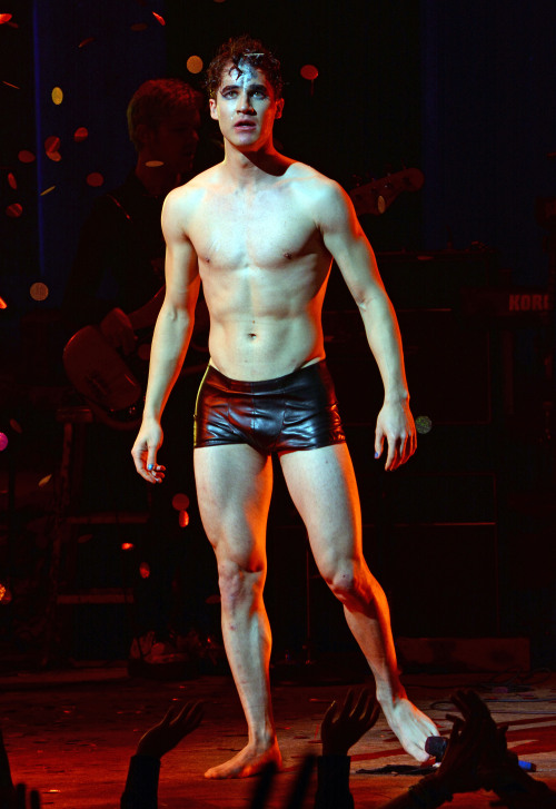 darrenishedwig - Pics and gifs of Darren in Hedwig and the Angry Inch on Broadway. Tumblr_nnlxopWkCG1r4gxc3o3_500