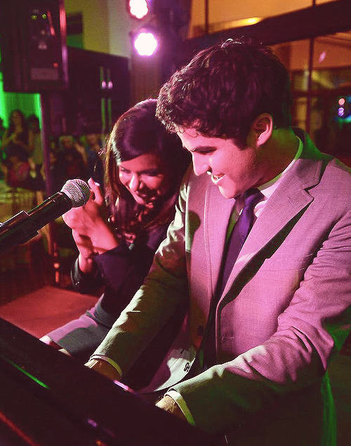 concert - Some of my favorite past photos/gifs of Darren Tumblr_mlrfqaFp6H1qjysfro1_500