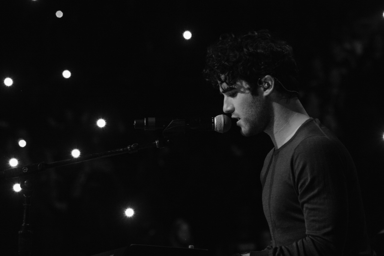 concert - Some of my favorite past photos/gifs of Darren Tumblr_nx9oxh989c1r4gxc3o1_1280