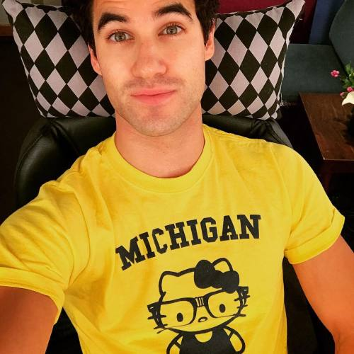 "versace - Pics, gifs, media videos, curtain call videos, stage door videos, and posts of ""who saw Darren"" in Hedwig and the Angry Inch--SF and L.A. (Tour),  - Page 5 Tumblr_oftr1pznje1uetdyxo1_500"