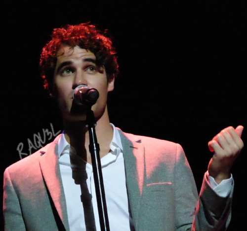 concert - Some of my favorite past photos/gifs of Darren Tumblr_nx2n87s39u1r4gxc3o1_500