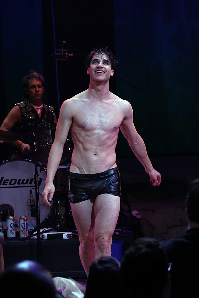 hedwig - Pics and gifs of Darren in Hedwig and the Angry Inch on Broadway. Tumblr_nnlva5cmAR1r4gxc3o7_400