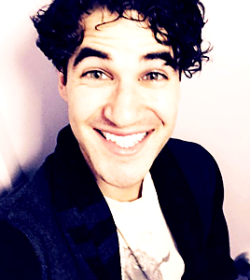concert - Some of my favorite past photos/gifs of Darren Tumblr_nnli43owqe1sczt3wo3_r2_250