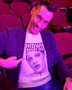 "hedwigshn - Pics, gifs, media videos, curtain call videos, stage door videos, and posts of ""who saw Darren"" in Hedwig and the Angry Inch--SF and L.A. (Tour),  - Page 3 Tumblr_oetb7bYZVr1uetdyxo3_250"