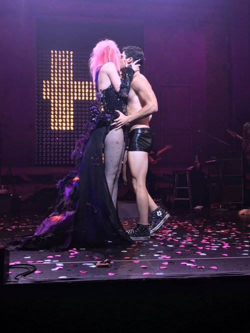 "Pics, gifs, media videos, curtain call videos, stage door videos, and posts of ""who saw Darren"" in Hedwig and the Angry Inch--SF and L.A. (Tour),  - Page 2 Tumblr_oemypqvwqj1uetdyxo1_500"