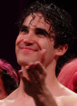 Topics tagged under darrenishedwig on Darren Criss Fan Community Tumblr_nrsvuhYeuL1s9mvn1o2_250