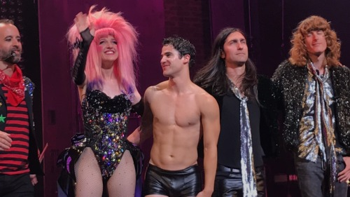 "hedwigandtheangryinch - Pics, gifs, media videos, curtain call videos, stage door videos, and posts of ""who saw Darren"" in Hedwig and the Angry Inch--SF and L.A. (Tour),  - Page 4 Tumblr_ofvzvvoVIf1r0rx8mo3_500"