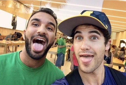 Topics tagged under edgarramirez on Darren Criss Fan Community Tumblr_oq33gepHMG1uetdyxo1_500