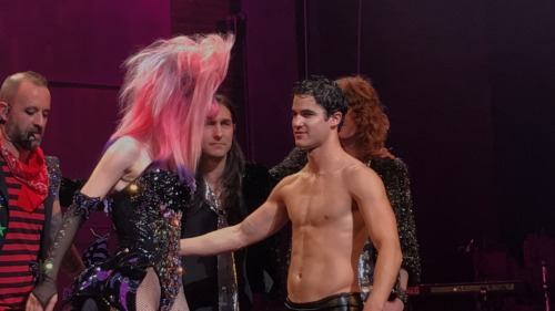 "versace - Pics, gifs, media videos, curtain call videos, stage door videos, and posts of ""who saw Darren"" in Hedwig and the Angry Inch--SF and L.A. (Tour),  - Page 4 Tumblr_ofvzvvoVIf1r0rx8mo2_500"
