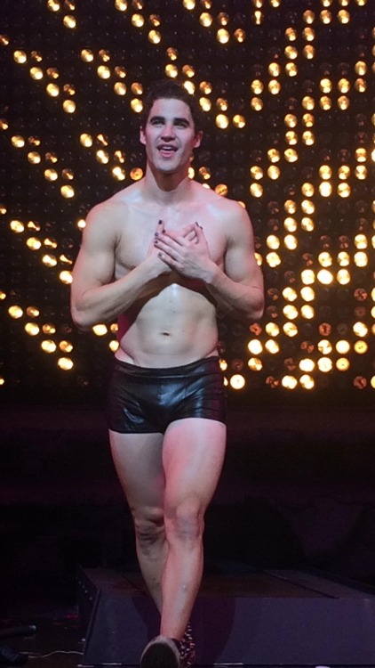 "GLEE - Pics, gifs, media videos, curtain call videos, stage door videos, and posts of ""who saw Darren"" in Hedwig and the Angry Inch--SF and L.A. (Tour),  - Page 5 Tumblr_ofwdmd8Liz1qlbe4wo2_500"