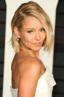 """Kelly Ripa """"2015 Vanity Fair Oscar Party hosted by Graydon Carter at Wallis Annenberg Center for the Performing Arts in Beverly Hills"""" (22.02.2015) 48x  BN3DpB22"""