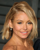 """Kelly Ripa """"2015 Vanity Fair Oscar Party hosted by Graydon Carter at Wallis Annenberg Center for the Performing Arts in Beverly Hills"""" (22.02.2015) 48x  HPVz2PUR"""
