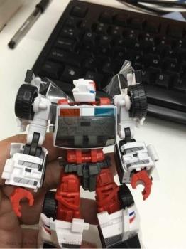[MakeToys] Produit Tiers - Jouet MTCM-04 Guardia (aka Protectobots - Defensor/Defenso) - Page 2 N0RcSERE