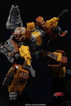 [Warbotron] Produit Tiers - Jouet WB03 aka Computron - Page 2 QMAiRJzr
