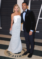 """Kelly Ripa """"2015 Vanity Fair Oscar Party hosted by Graydon Carter at Wallis Annenberg Center for the Performing Arts in Beverly Hills"""" (22.02.2015) 48x  TNByFrxK"""