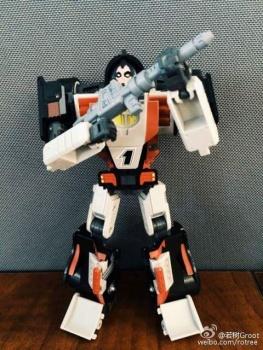 [DX9 Toys] Produit Tiers - UT-D01 Salmoore (aka Cykill des GoBots) + 003C Cocomone (aka Crasher/Démo des GoBots) Tg0yUTv0
