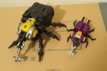 [Fanstoys] Produit Tiers - Jouet FT-12 Grenadier / FT-13 Mercenary / FT-14 Forager - aka Insecticons - Page 2 Zj27xEKn