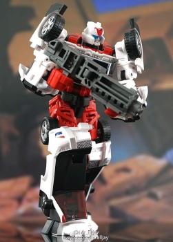 [MakeToys] Produit Tiers - Jouet MTCM-04 Guardia (aka Protectobots - Defensor/Defenso) - Page 2 AHeTUVc6