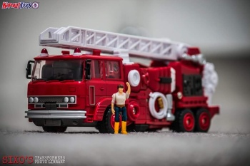 [Maketoys] Produit Tiers - MTRM-03 Hellfire (aka Inferno) et MTRM-05 Wrestle (aka Grapple/Grappin) - Page 2 CAbttHyH