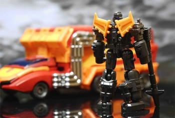 [DX9 Toys] Produit Tiers - Jouet D-06 Carry aka Rodimus et D-06T Terror aka Black Rodimus - Page 2 CuJiN0xh