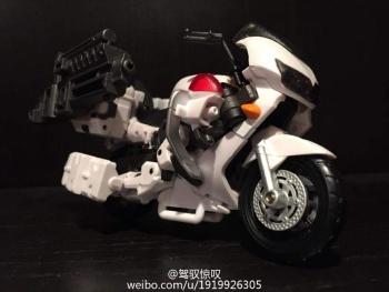 [MakeToys] Produit Tiers - Jouet MTCM-04 Guardia (aka Protectobots - Defensor/Defenso) - Page 2 FDAmFeSz