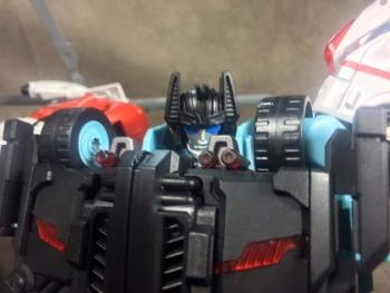 [MakeToys] Produit Tiers - Jouet MTCM-04 Guardia (aka Protectobots - Defensor/Defenso) - Page 3 OhsxDAMo
