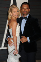 """Kelly Ripa """"2015 Vanity Fair Oscar Party hosted by Graydon Carter at Wallis Annenberg Center for the Performing Arts in Beverly Hills"""" (22.02.2015) 48x  RaMi5A9t"""