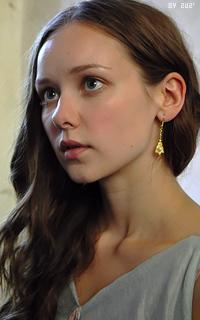 Alexandra Dowling Tumblr_o1vi0yOIv01v3ldhto1_250