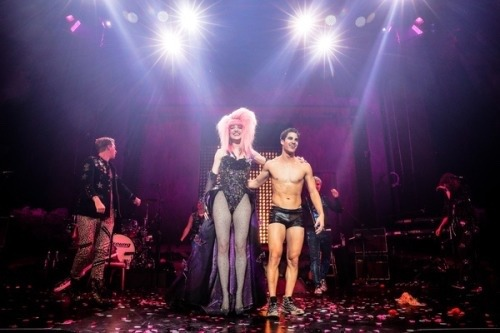 "celebrityphotographer - Pics, gifs, media videos, curtain call videos, stage door videos, and posts of ""who saw Darren"" in Hedwig and the Angry Inch--SF and L.A. (Tour),  - Page 7 Tumblr_oysi8sKKCl1ubd9qxo3_500"