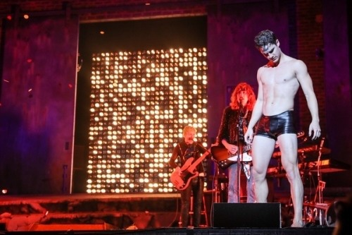 "amagicallife - Pics, gifs, media videos, curtain call videos, stage door videos, and posts of ""who saw Darren"" in Hedwig and the Angry Inch--SF and L.A. (Tour),  - Page 7 Tumblr_oysi8sKKCl1ubd9qxo1_500"