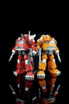 [Maketoys] Produit Tiers - MTRM-03 Hellfire (aka Inferno) et MTRM-05 Wrestle (aka Grapple/Grappin) 5fEGzsRd
