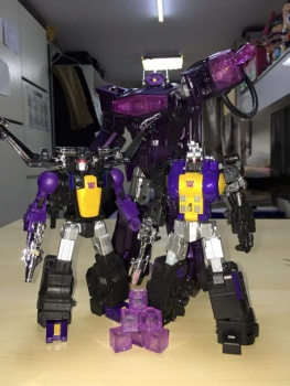 [Fanstoys] Produit Tiers - Jouet FT-12 Grenadier / FT-13 Mercenary / FT-14 Forager - aka Insecticons - Page 3 5ubwX3Wu
